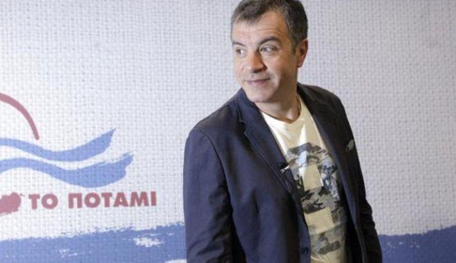 Θεοδωράκης: Πατριωτικό είναι να μην υποκύπτεις στον λαϊκισμό