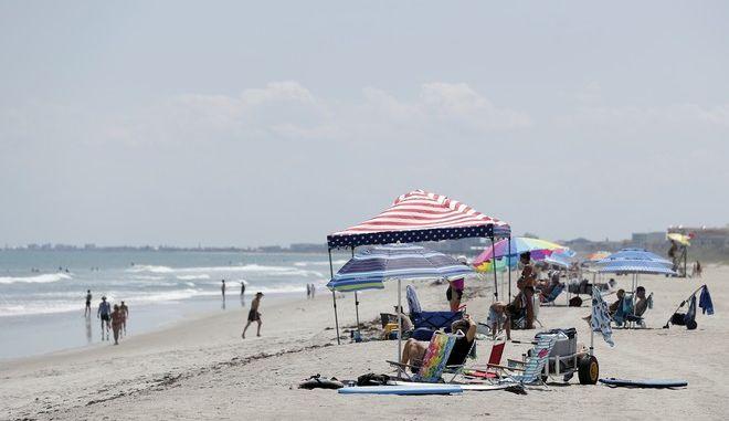 Παραλία στη Φλόριντα εν μέσω πανδημίας κορονοϊού