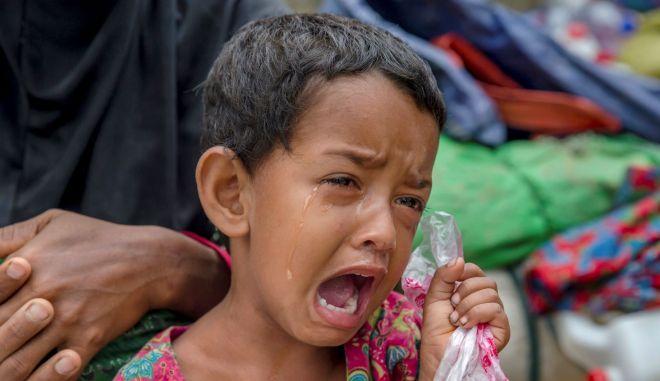 Ένα κορίτσι Rohingya σε προσφυγικό καταυλισμό στο Kutupalong του Μπαγκλαντές