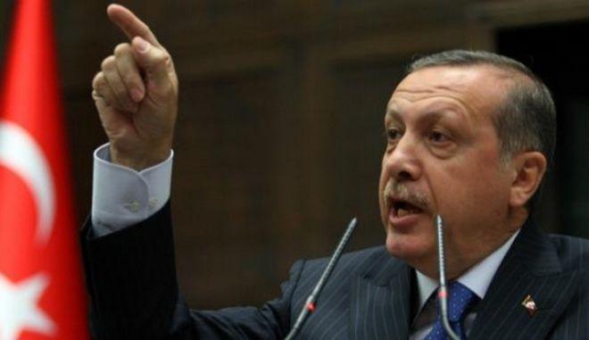 Με τα ονόματα των νέων υπουργών στον Γκιουλ ο Ερντογάν