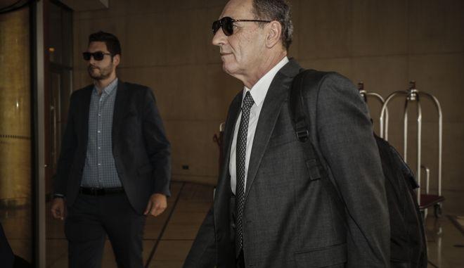"""Ο υπουργός Περιβάλλοντος και Ενέργειας Γιώργος Σταθάκης κατά την είσοδό του στο ξενοδοχείο """"Χίλτον"""" για την συνάντηση με τους εκπροσώπους των """"θεσμών"""", στο πλαίσιο της δ' και τελευταίας αξιολόγησης του ελληνικού μνημονιακού προγράμματος, την Τετάρτη 16 Μαΐου 2018."""
