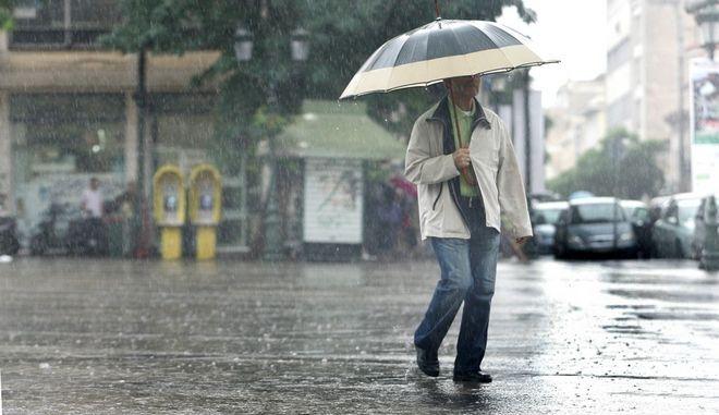 Καιρός: Βροχές και καταιγίδες σήμερα - Χιόνια στα ορεινά