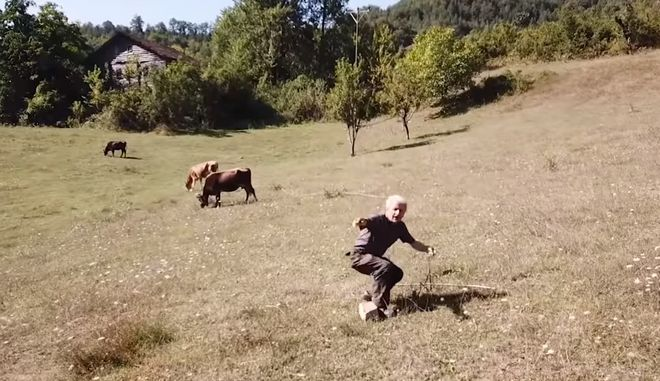 Βοσκός βλέπει πρώτη φορά drone και τρέχει να σωθεί