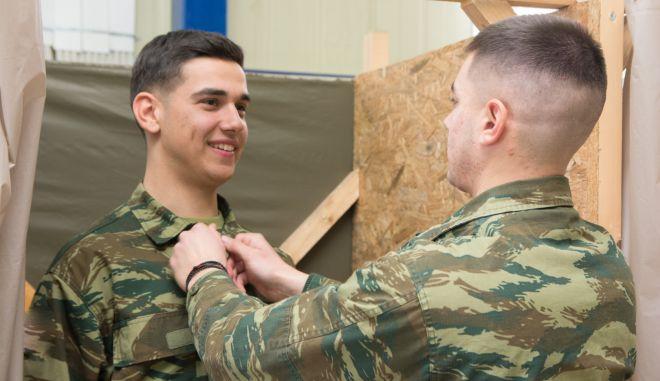 Στιγμιότυπο από διαδικασία κατάταξης στρατευσίμων