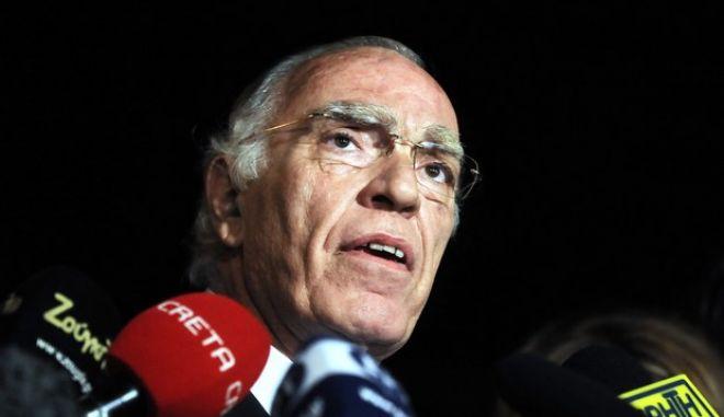 ΑΘΗΝΑ-Δηλώσεις των Πολιτικών Αρχηγών κατα την έξοδο απο το Προεδρικό Μέγαρο (EUROKINISSI/ΤΑΤΙΑΝΑ ΜΠΟΛΑΡΗ)