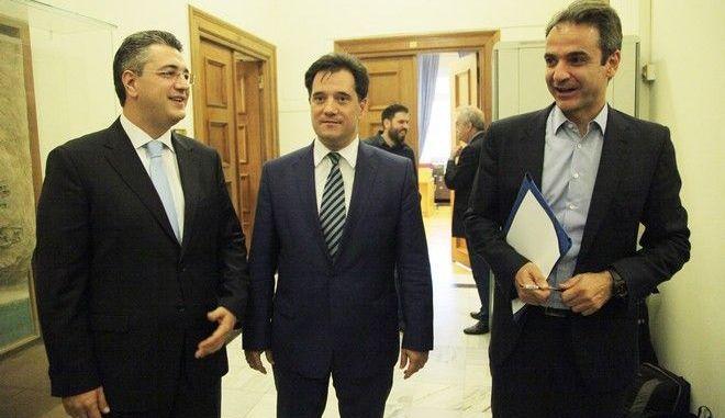 ΝΔ: 'Παράθυρο' για οικουμενική κυβέρνηση χωρίς Τσίπρα πρωθυπουργό ανοίγουν Μητσοτάκης και Τζιτζικώστας