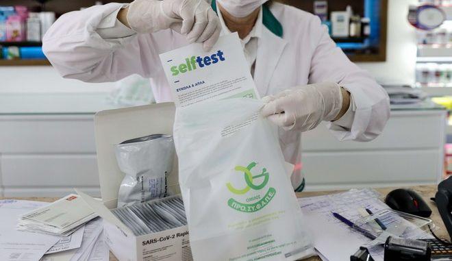 Διανομή self test σε φαρμακείο της Αθήνας