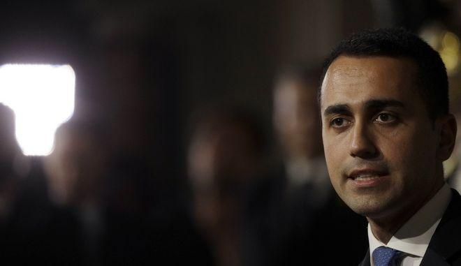 Για εσχάτη προδοσία κατηγορεί τον Ματαρέλα ο αρχηγός των Πέντε Αστέρων