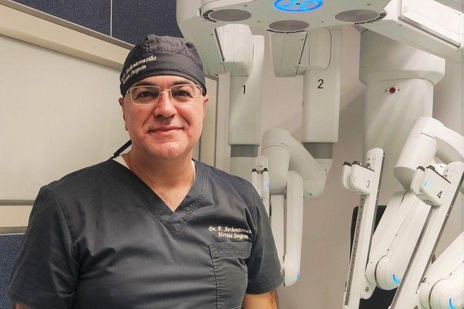 Ο Δρ. Φώτης Αρχοντοβασίλης MD, PhD, FEHS, Διευθυντής της ΣΤ' Χειρουργικής Κλινικής του Metropolitan General και Αντιπρόεδρος της Ελληνικής Εταιρείας Ενδοσκοπικής Χειρουργικής