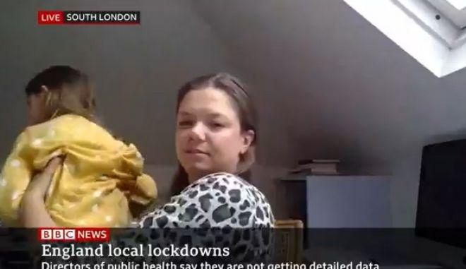 Μ.Βρετανία: Η μικρή Σκάρλετ δεν αφήνει τη μητέρα της να δώσει συνέντευξη στο BBC