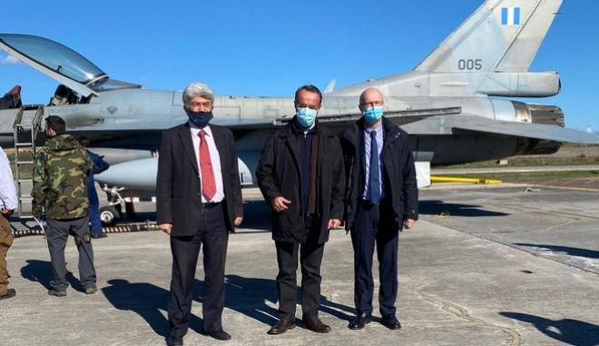 """""""Ιπτάμενος"""" ο Σταικούρας: Στις εγκαταστάσεις της ΕΑΒ για πρώτη φορά υπουργός Οικονομικών"""