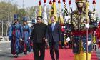 Ο Βορειοκορεάτης ηγέτης Κιμ Γιονγκ- Ουν και ο πρόεδρος της Νότιας Κορέας Μουν Τζε- Ιν συμφώνησαν να εργαστούν από κοινού για την αποπυρηνικοποίηση της κορεατικής χερσονήσου