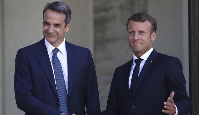Ο Γάλλος πρόεδρος Εμ. Μακρόν και ο Έλληνας πρωθυπουργός Κυρ. Μητσοτάκης