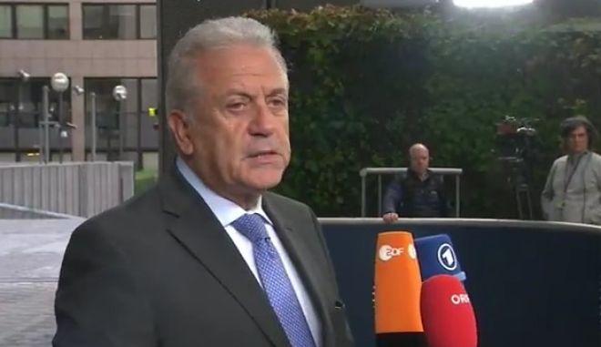 Αβραμόπουλος: Μειώθηκαν 81% οι προσφυγικές ροές σε σχέση με πέρυσι