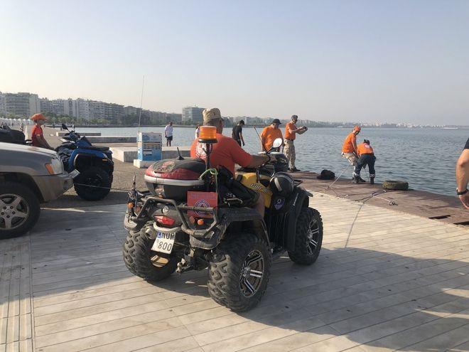 Θεσσαλονίκη: Μικρή χωματερή έκρυβε ο Θερμαϊκός - Από πατίνι μέχρι καρότσι σούπερ μάρκετ