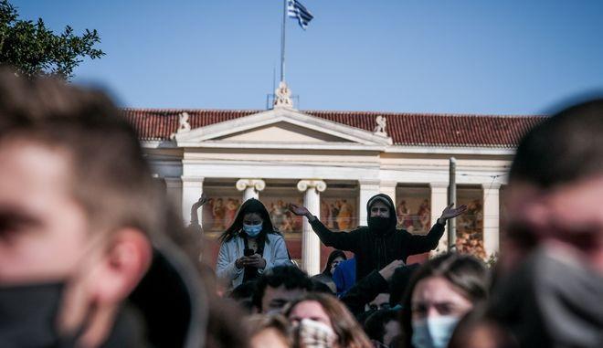 Στιγμιότυπο από πανεκπαιδευτικό συλλαλητήριο ενάντια στο νέο Ν/Σ της κυβέρνησης για την αστυνομία των Πανεπιστημίων και το νέο σύστημα εισαγωγής