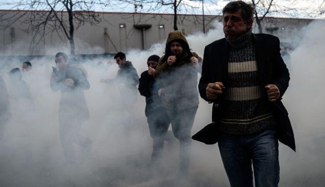 Βίαιες συγκρούσεις σε συγκέντρωση στην Τουρκία