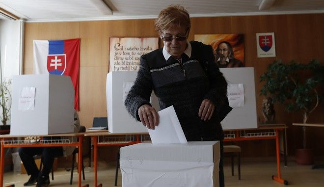 Στιγμιότυπο από τις προεδρικές εκλογές στη Σλοβακία