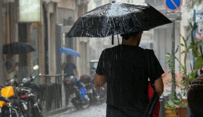 Από τη βροχότπωση στο κέντρο της Αθήνας.