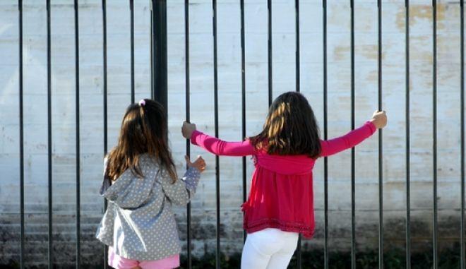 Αγιασμός την πρώτη ημέρα της νέας σχολικής χρονιάς στο Δημοτικό Σχολείο Μεγαλοχωρίου την Τρίτη 11 Σεπτεμβρίου 2012. ΜΕΓΑΛΟΧΩΡΙΟΥ (EUROKINISSI/ ΘΑΝΑΣΗΣ ΚΑΛΛΙΑΡΑΣ)