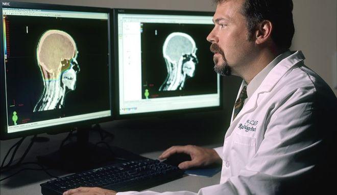 Τα ανθρώπινα μυαλά θα ζουν αιώνια μέσα σε σώμα ρομπότ