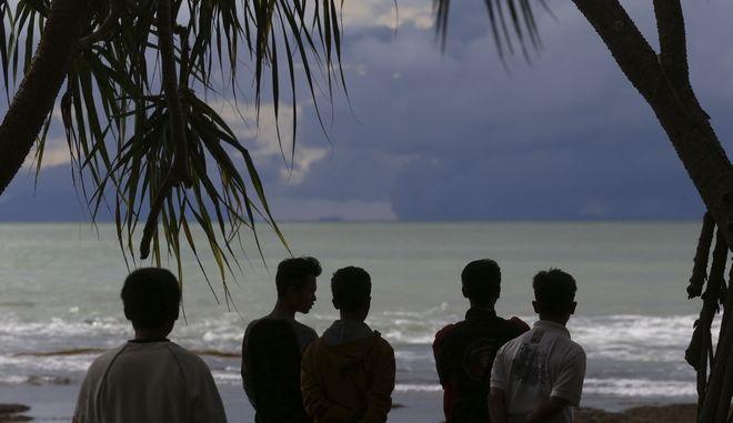 Κάτοικοι της Ινδονησίας περιμένουν τσουνάμι μετά ισχυρό σεισμό - Φωτό αρχείου