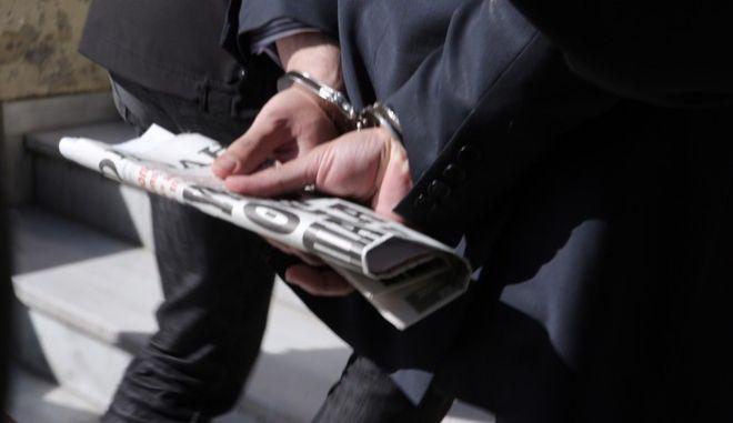 Στην Εισαγγελία Αθηνών οδηγήθηκαν σήμερα κατηγορούμενοι για εκβιασμό ο εκδότης της εφημερίδας ΑΚΡΟΠΟΛΗ και δυο δημοσιογράφοι,Τρίτη 23 Φεβρουαρίου 2016 (EUROKINISSI/ΣΤΕΛΙΟΣ ΜΙΣΙΝΑΣ)(EUROKINISSI/ΣΤΕΛΙΟΣ ΜΙΣΙΝΑΣ)