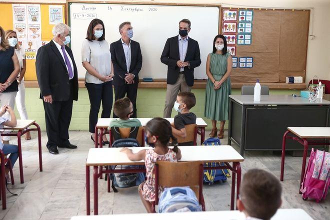 Αγιασμός για την έναρξη της σχολικής χρονιάς στο 7ο δημοτικό σχολείο Αγίων Αναργύρων παρουσία του Πρωθυπουργού Κυριάκου Μητσοτάκη