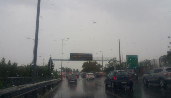 """Αυξημένη κίνηση στους δρόμους της Αττικής λόγω της κακοκαιρίας """"Ξενοφών"""""""