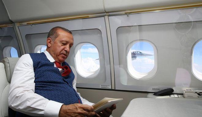Ο Ερντογάν σε πτήση