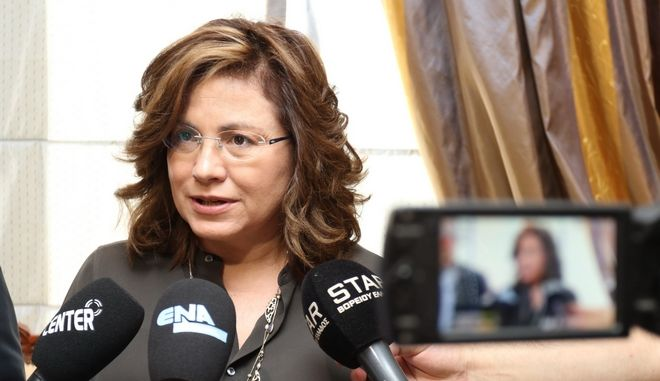 Μ. Σπυράκη: Ο Καραμανλής είπε για πάγωμα συντάξεων κι ο Παπανδρέου 'λεφτά υπάρχουν'