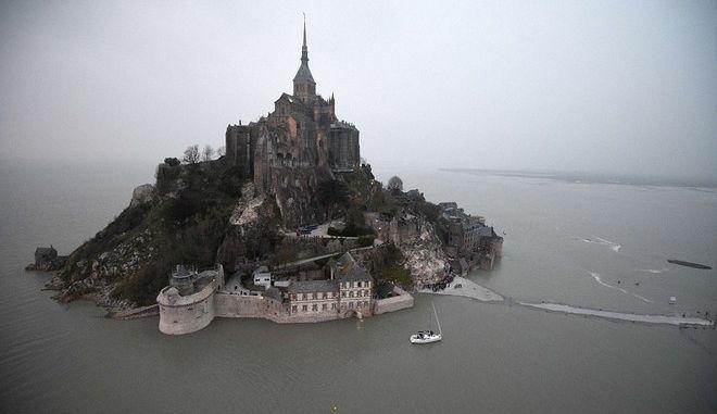 """Εκπληκτικές εικόνες από την """"παλίρροια του αιώνα"""" στη Γαλλία"""