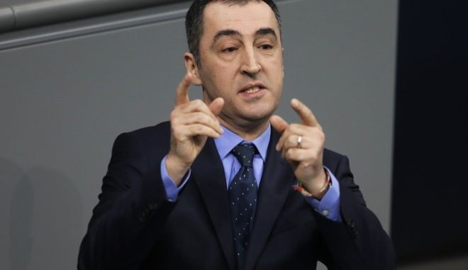 German Green Party chairman Cem Ozdemir delivers a speech about Europe ahead of an EU summit in Brussels at the German parliament Bundestag in Berlin, Germany, Thursday, March 9, 2017. (AP Photo/Markus Schreiber)