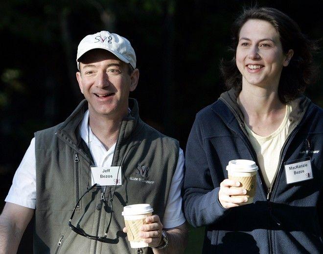Ο Jeff Bezos με την MacKenzie, τον Ιούλιο του 2006.