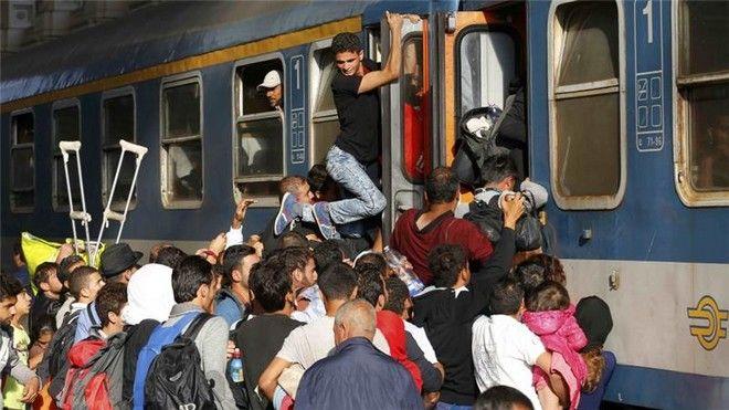 Οι στρατιές των προσφύγων: Άνοιξε ο σιδηροδρομικός σταθμός στη Βουδαπέστη