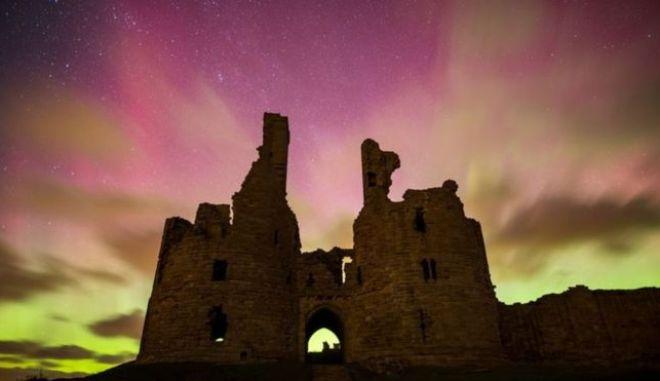 Μαγευτικές εικόνες: Η Μεγάλη Βρετανία φωτίστηκε από το Βόρειο Σέλας
