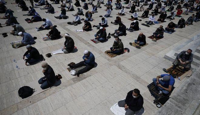 Προσευχή στην Κωνσταντινούπολη