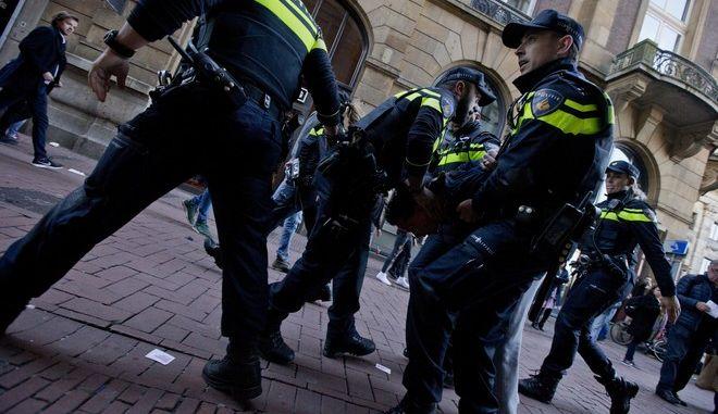 Τρεις τραυματίες από επίθεση με μαχαίρι στη Χάγη