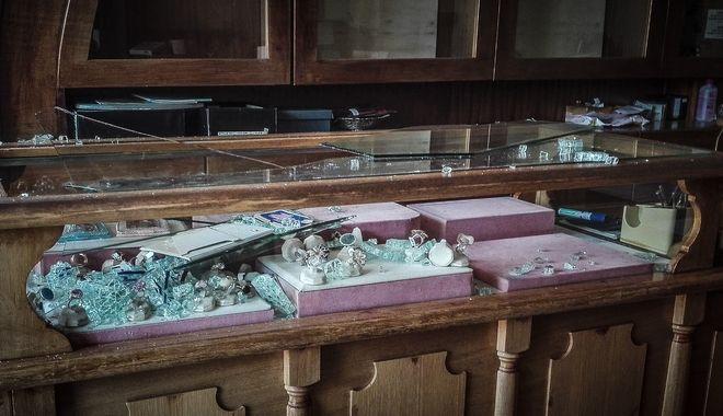 Στόχος αγνώστων δραστών έγινε κοσμηματοπωλείο στο Ίλιον