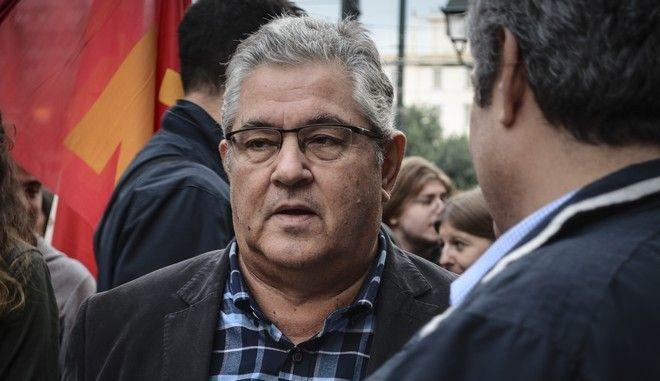 Ο γγ της ΚΕ του ΚΚΕ, Δημήτρης Κουτσούμπας σε συγκέντρωση κομματικής οργάνωσης
