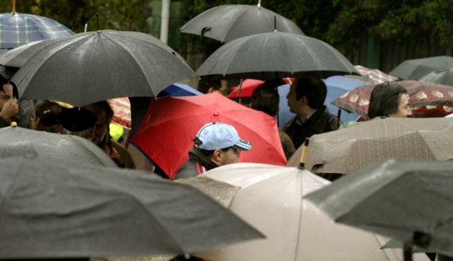 Βροχές αλλά και σταδιακή βελτίωση