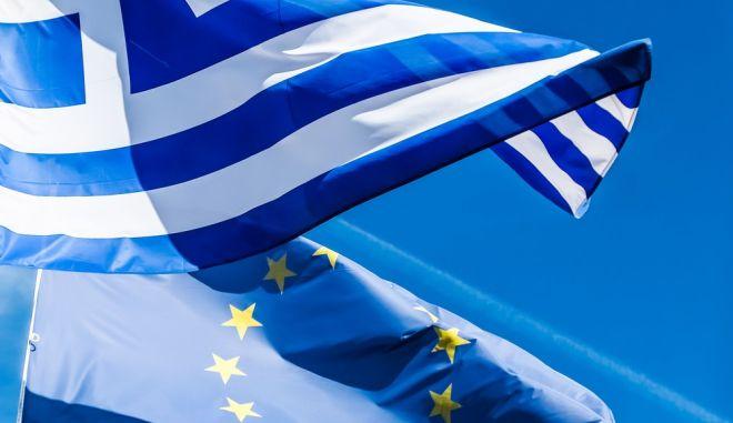 Σταθερά υπέρ της ΕΕ οι Έλληνες για μία ακόμη χρονιά