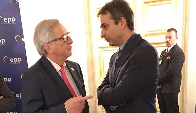 Σειρά συναντήσεων με Ευρωπαίους αξιωματούχους είχε στο περιθώριο της Συνόδου Κορυφής του Ευρωπαϊκού Λαϊκού Κόμματος (Ε.Λ.Κ.), ο Πρόεδρος της Νέας Δημοκρατίας Κυριάκος Μητσοτάκης. Συγκεκριμένα, συναντήθηκε με τον Πρόεδρο της Κυπριακής Δημοκρατίας, Νίκο Αναστασιάδη, τον Πρόεδρο της Ευρωπαϊκής Επιτροπής, Jean-Claude Juncker, τον πρώτο Αντιπρόεδρο της Ευρωπαϊκής Επιτροπής, Frans Timmermans, με τον Αντιπρόεδρο της Ευρωπαϊκής Επιτροπής, Valdis Dombrovskis, τον Ευρωπαίο Επίτροπο αρμόδιο για Δημοσιονομικές και Οικονομικές Υποθέσεις, Pierre Moscovici και τον Πρόεδρο του National Coalition Party της Φιλανδίας, Petteri Orpo. (EUROKINISSI/ΓΡΑΦΕΙΟ ΤΥΠΟΥ ΝΔ/ΔΗΜΗΤΡΗΣ ΠΑΠΑΜΗΤΣΟΣ)