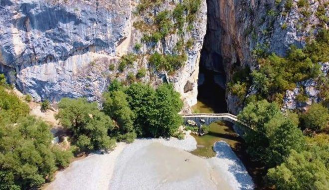 """Φαράγγι της Πορτίτσας: Οι """"συμπληγάδες"""" των Γρεβενών και το γεφύρι των 280 ετών"""