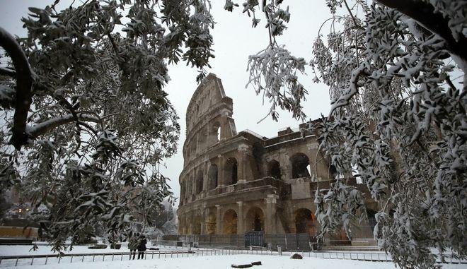 Η Ρώμη ντύθηκε στα 'λευκά' και είναι ακόμη πιο μαγική