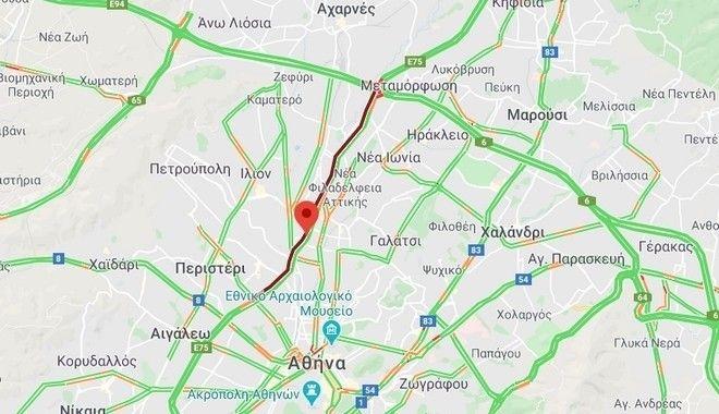 Κίνηση επί της Εθνικής Οδού Αθηνών - Λαμίας: Γέμισε ο δρόμος ασβέστη από φορτηγό