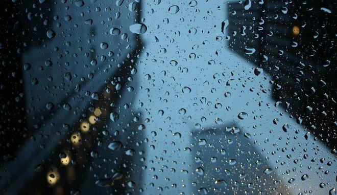 Μια βροχερή μέρα σε κάποια πόλη του κόσμου
