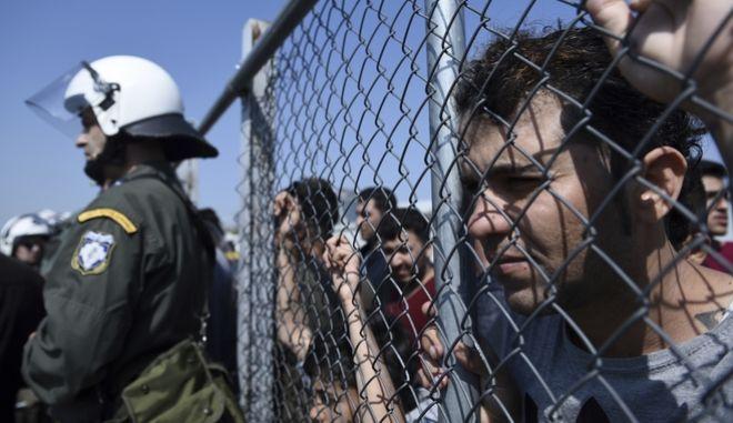 Πρόσφυγες στο κέντρο υποδοχής στα Διαβατά