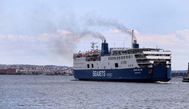 """Μηχανική βλάβη εν πλω στο επιβατηγό-οχηματαγωγό πλοίο """"AQUA BLUE"""""""