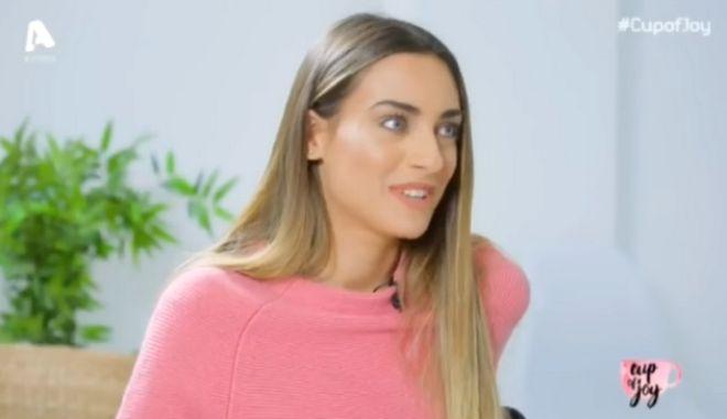 Η Κύπρια παρουσιάστρια που 'έσκασε' 20.000 ευρώ για γαρύφαλλα πρώτο τραπέζι πίστα